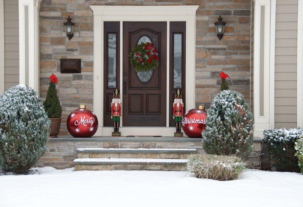Fêtes de Noël : Décorer la Maison de Mille Lumières